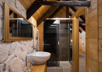 bufallo-lodge-upper-bathroom-2