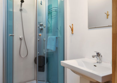 studio-single-shower